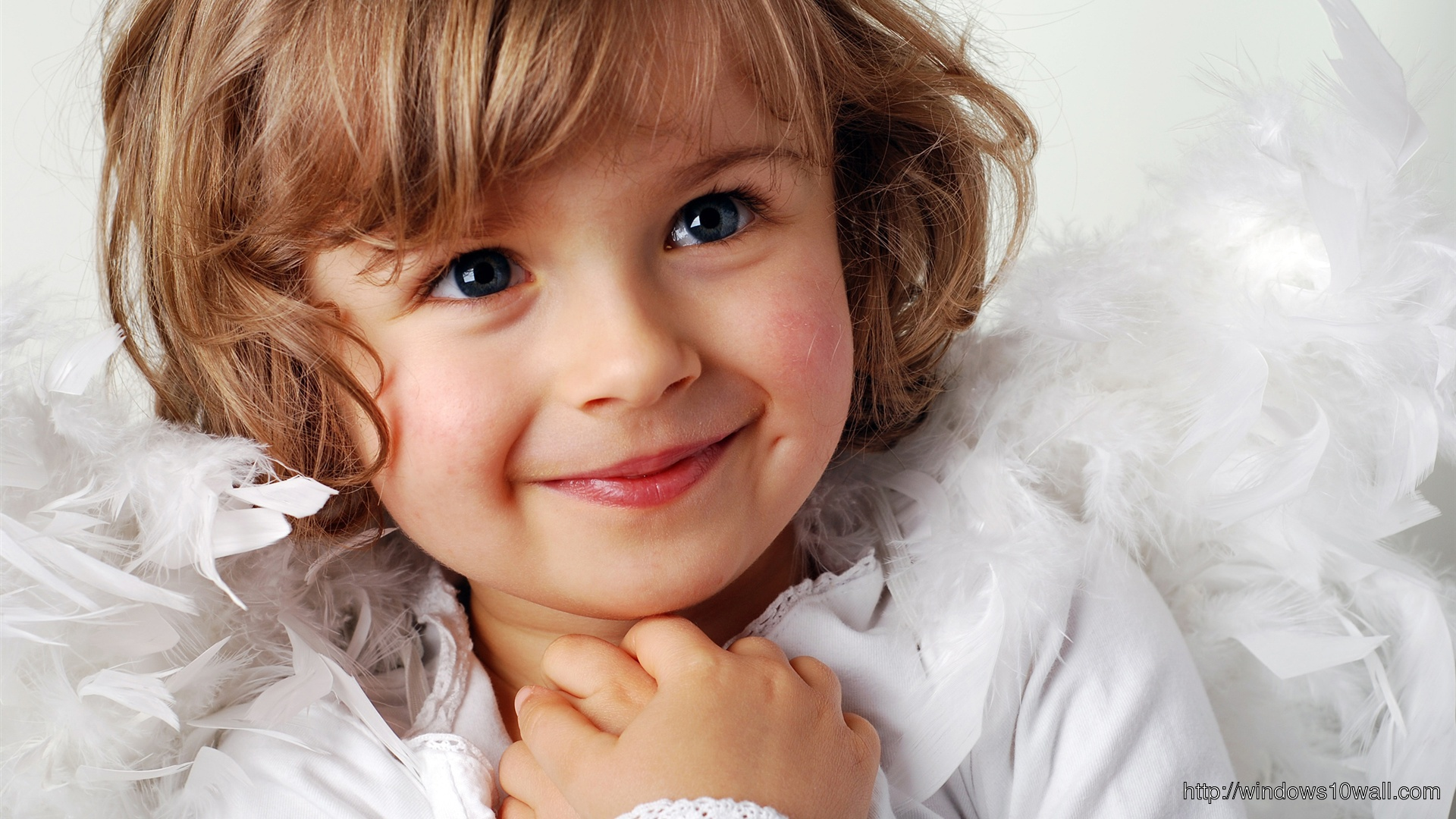 Cute little girl sweet smile Wallpapers