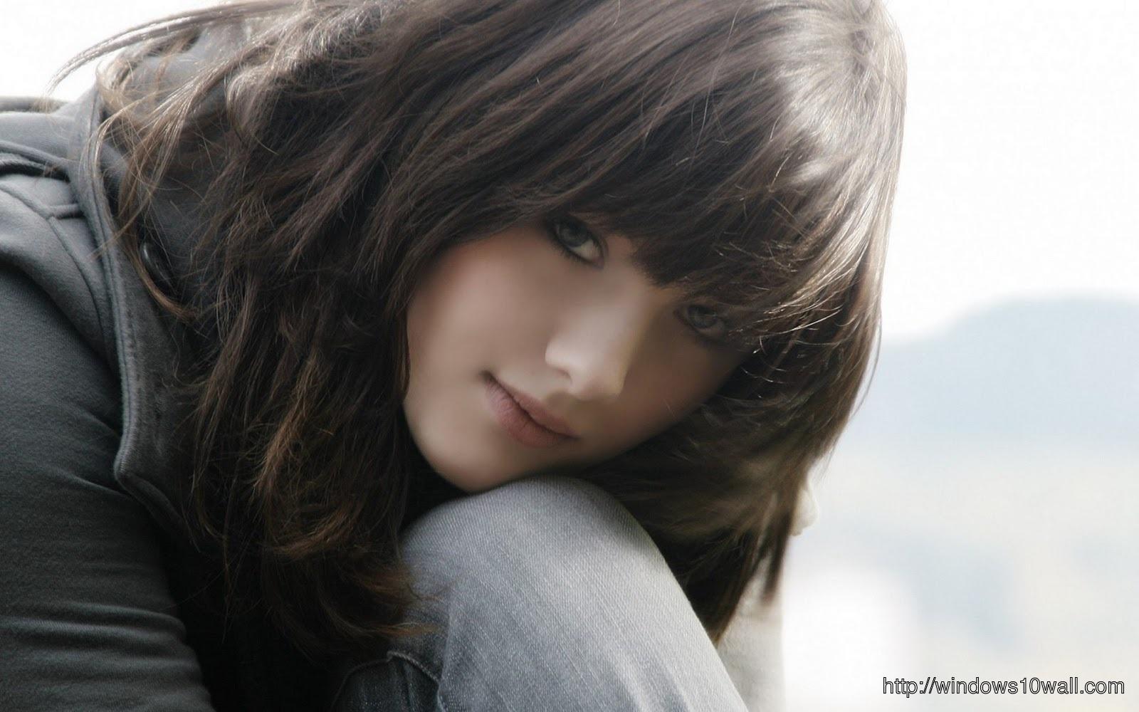 Cute Girl In Love HD Wallpaper