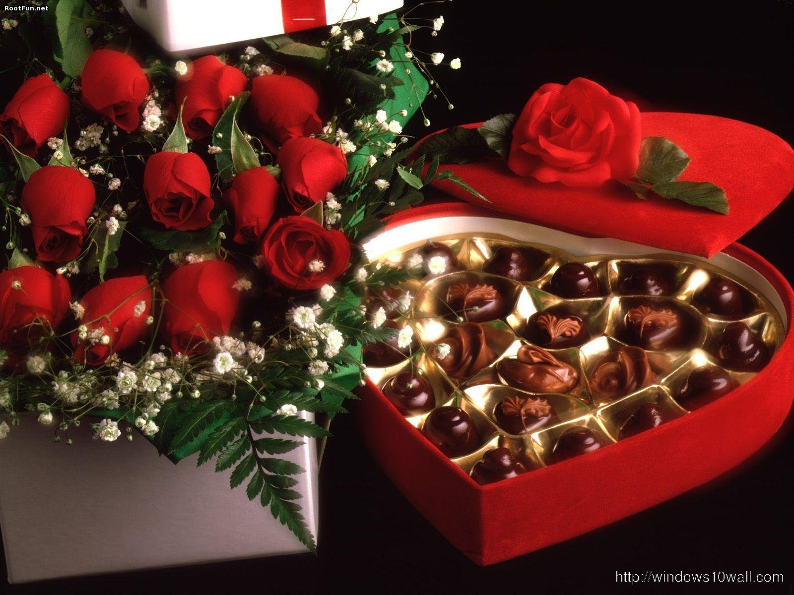 roses and chocolate Wallpaper