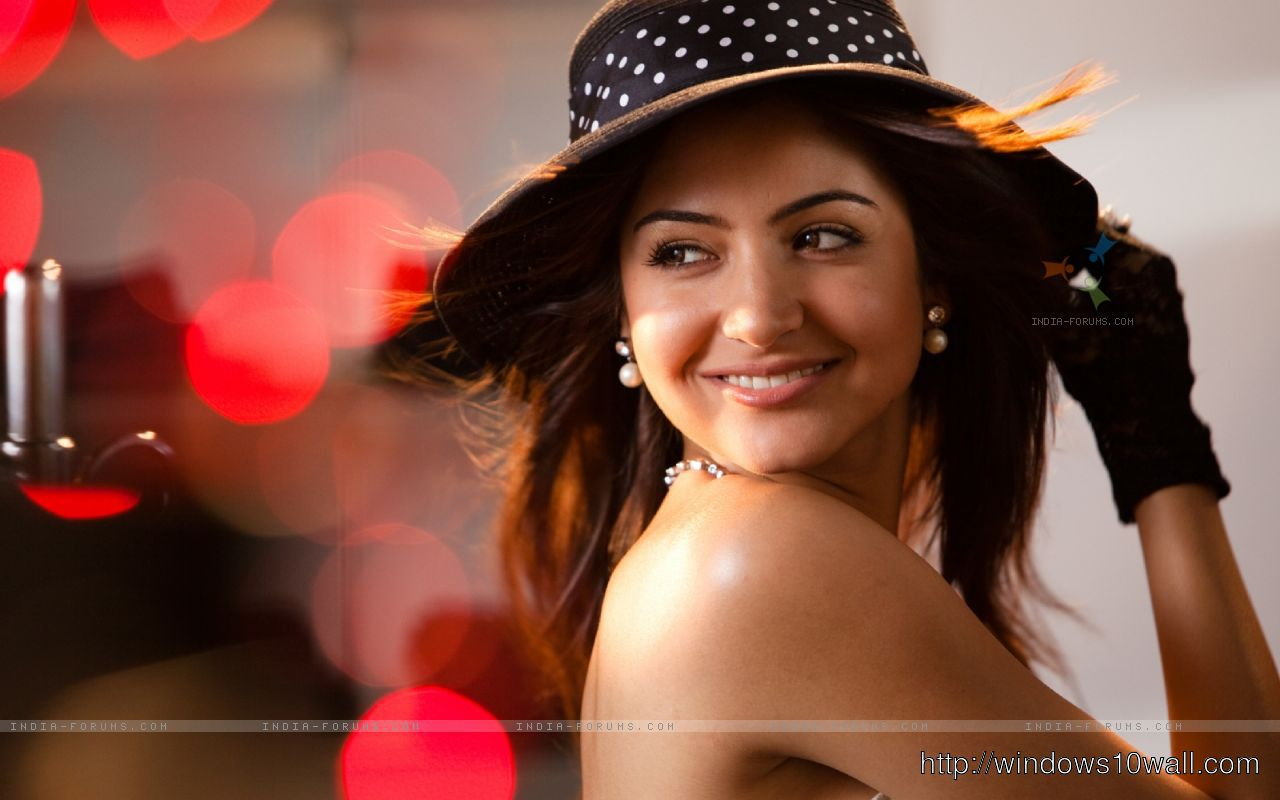 Bollywood Movie Star Anushka Sharma looking gorgeous