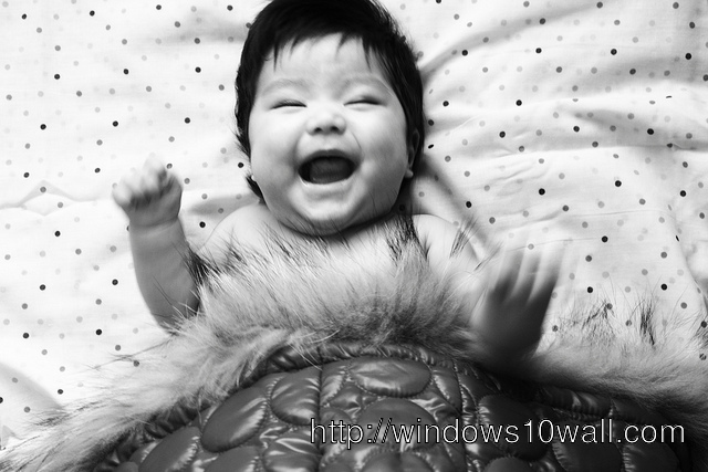 Baby Laughing Out loud Wallpaper