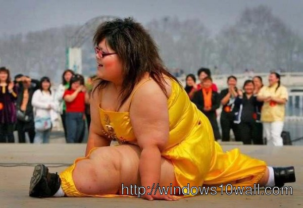 Funny Fat Women Doing Dance Wallpaper