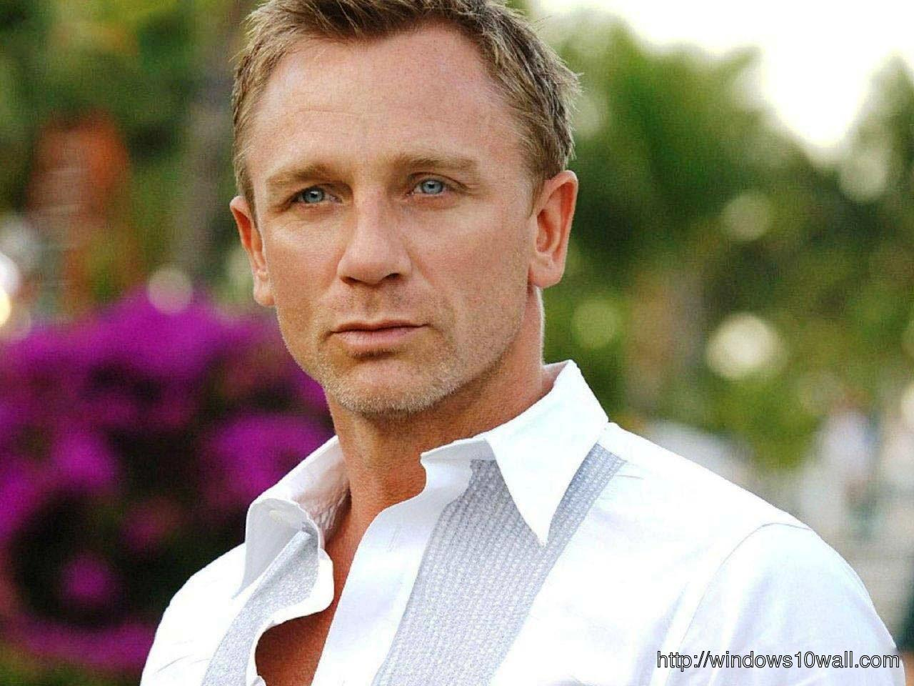 Hollywood Movie Star Daniel Craig HD Wallpaper