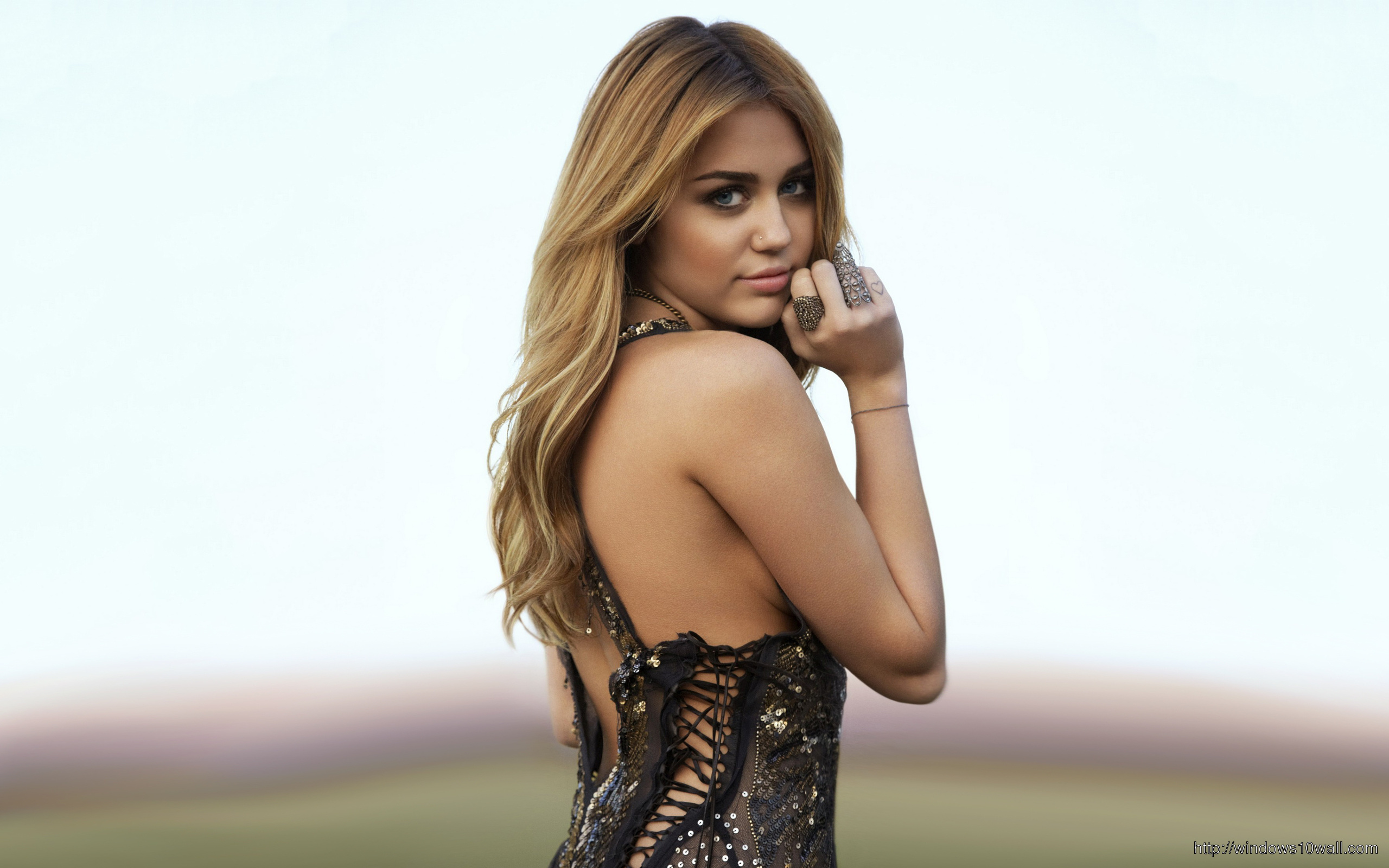 Celebrity Miley Cyrus 2013 Must See Wallpaper