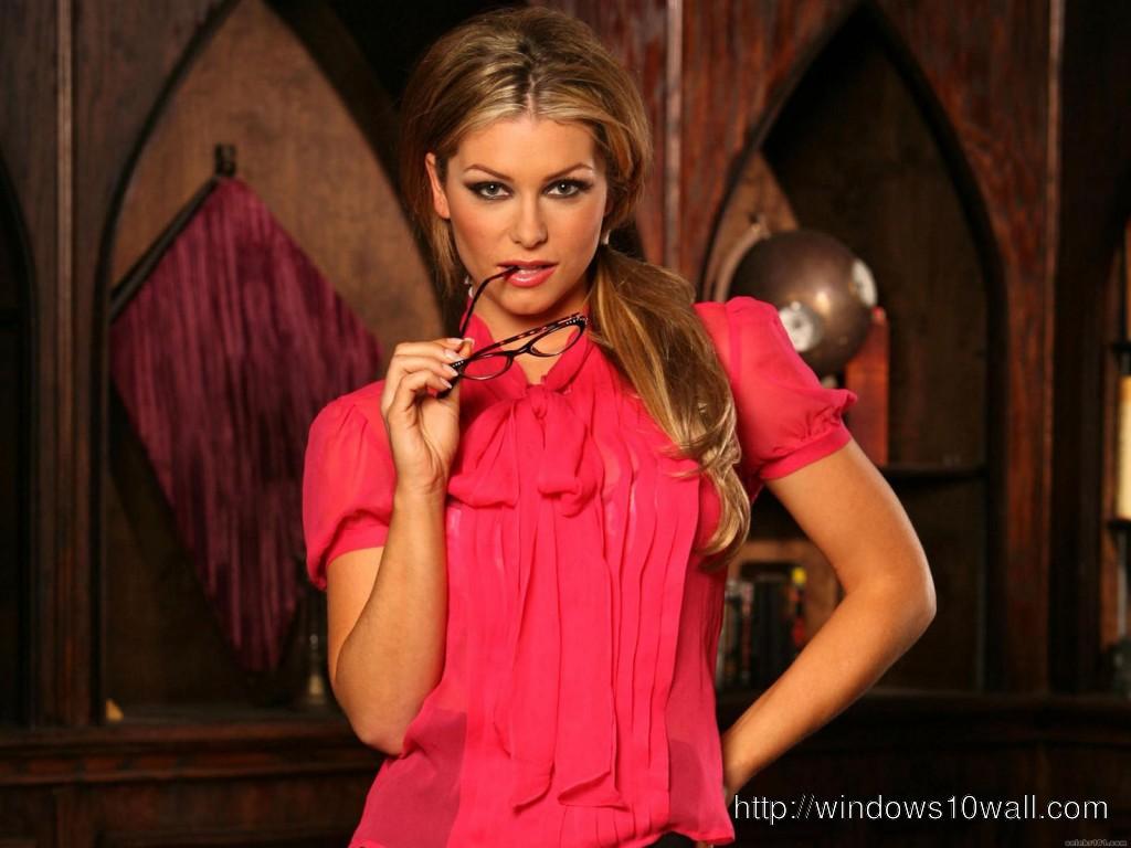 Heather Vandeven Hot Red Background Wallpaper