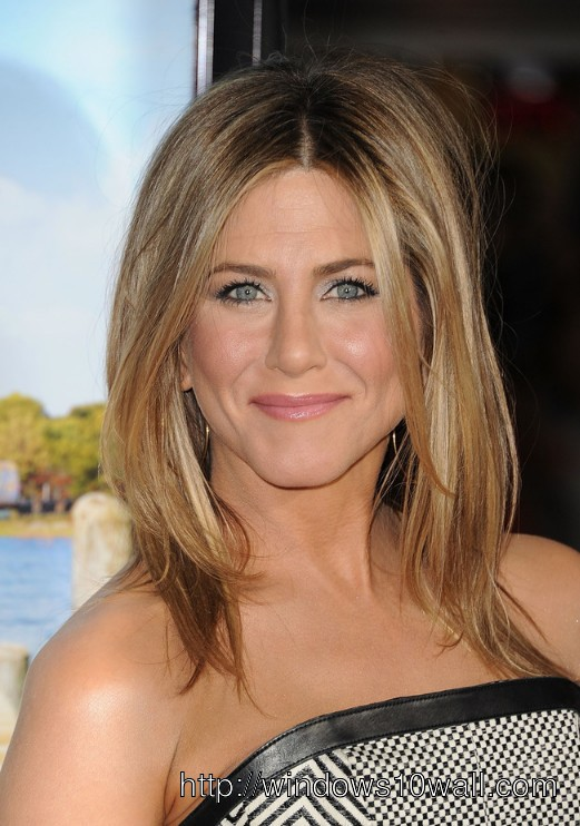 Jennifer Aniston Middle Hairstyles 2013 Wallpaper