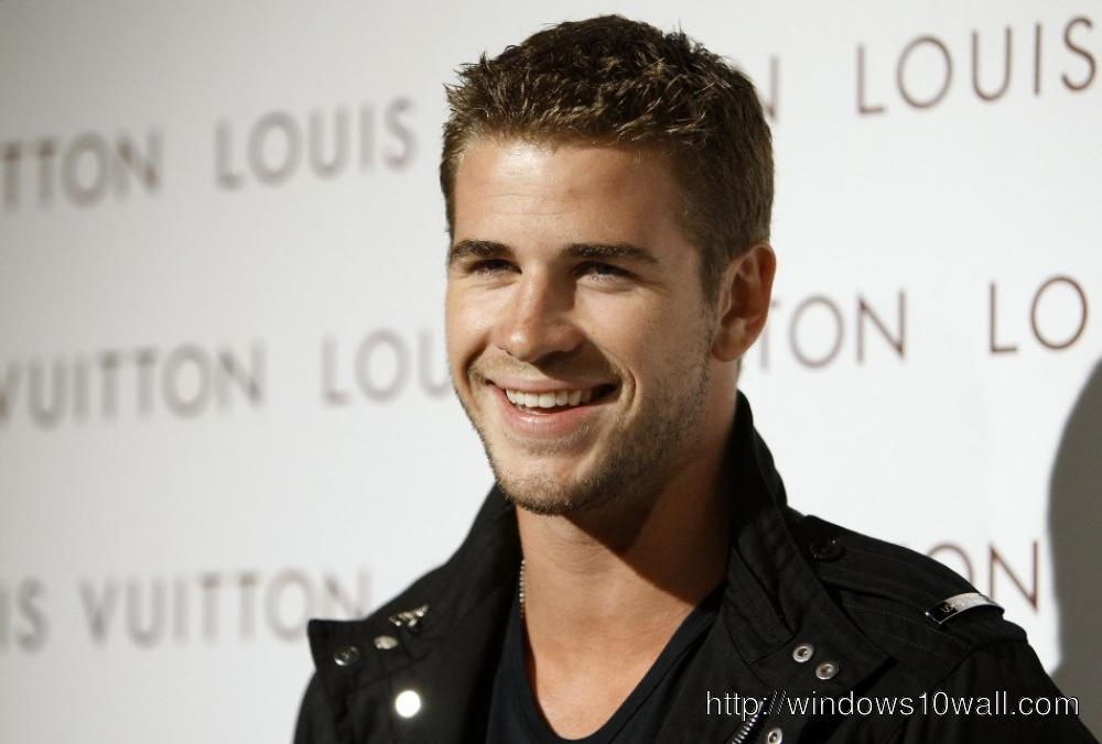 Liam Hemsworth Smiling Wallpaper