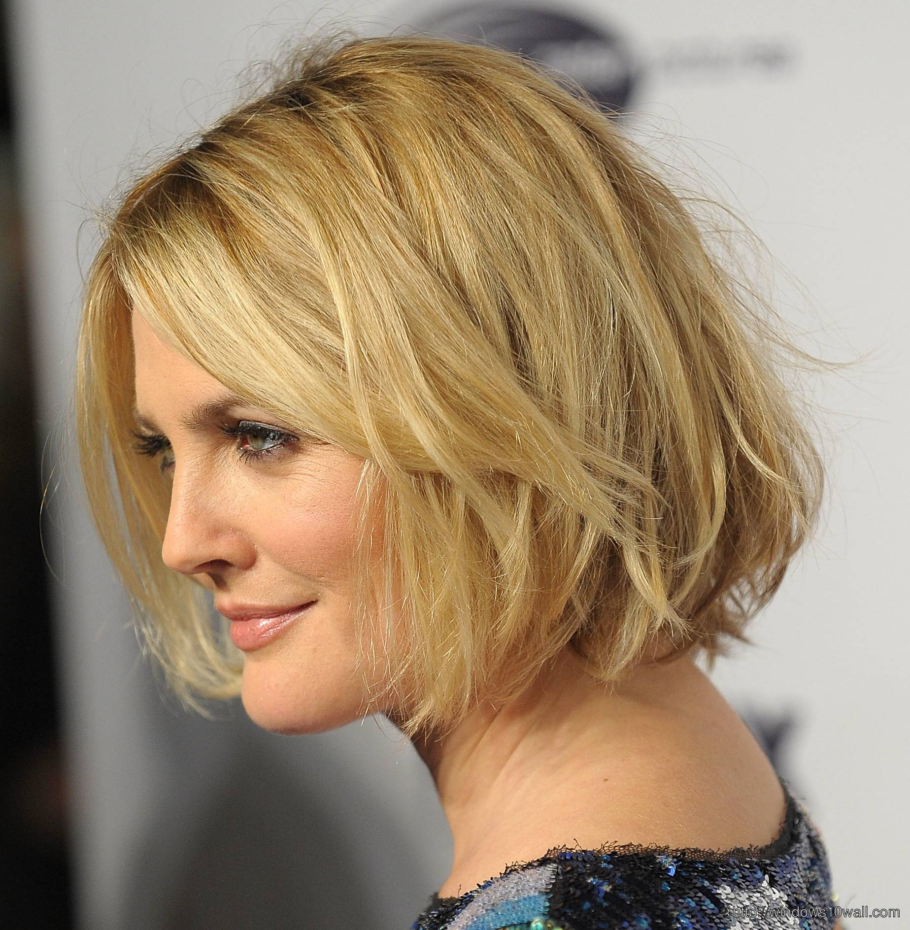 Short Hairstyles for Women in Celebrity Style Wallpaper
