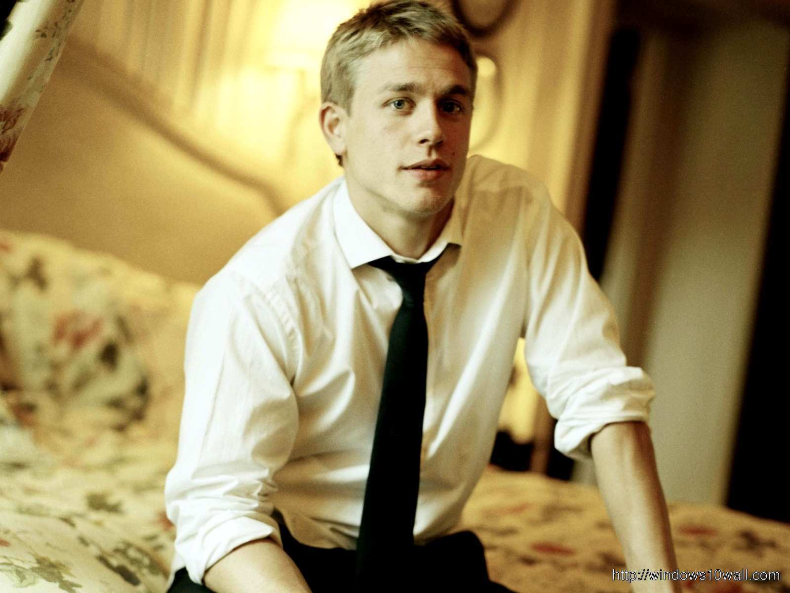 Charlie Hunnam Wearing Tie HD Background Wallpaper
