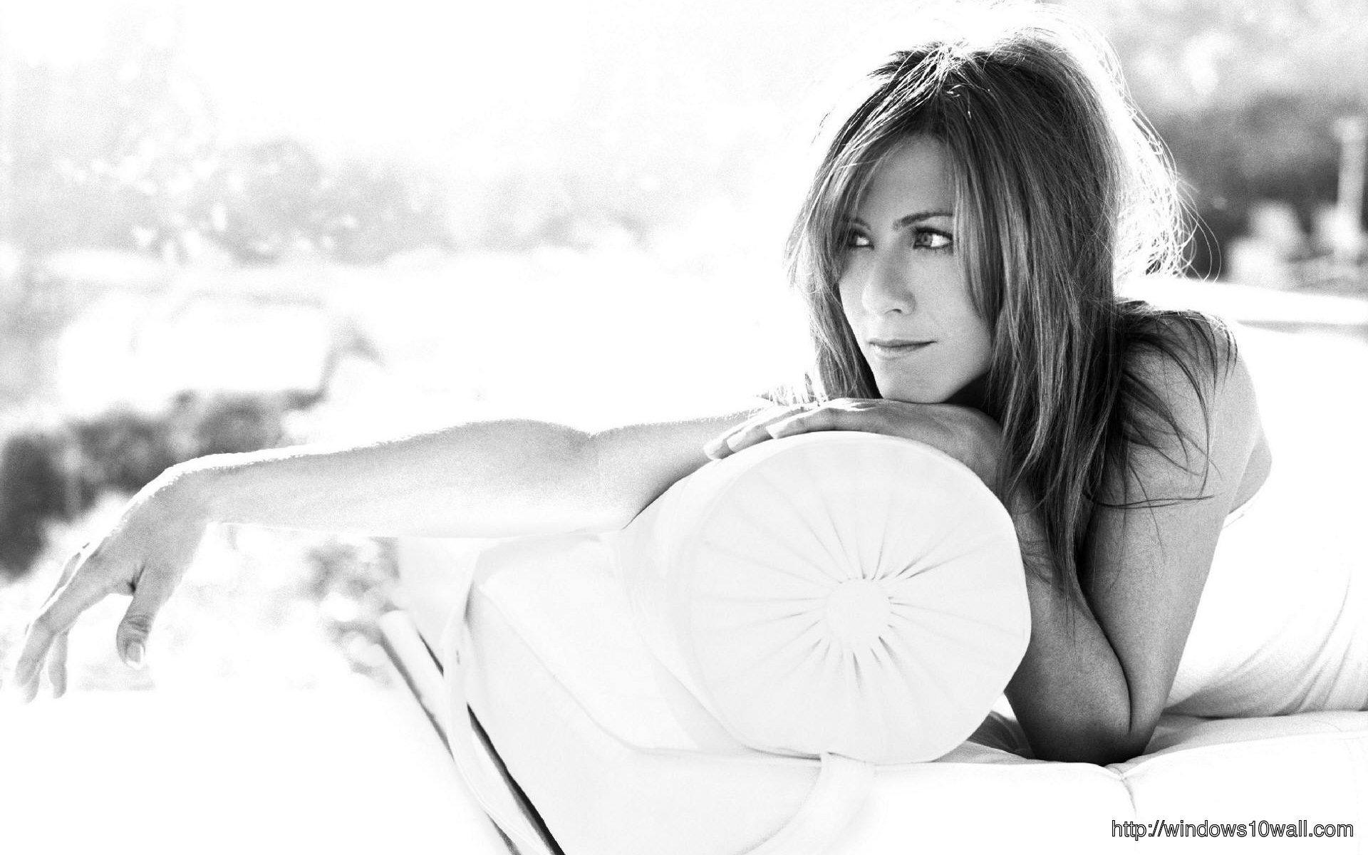 Jennifer-Aniston-Black-White-WideScreen-HD-Wallpaper