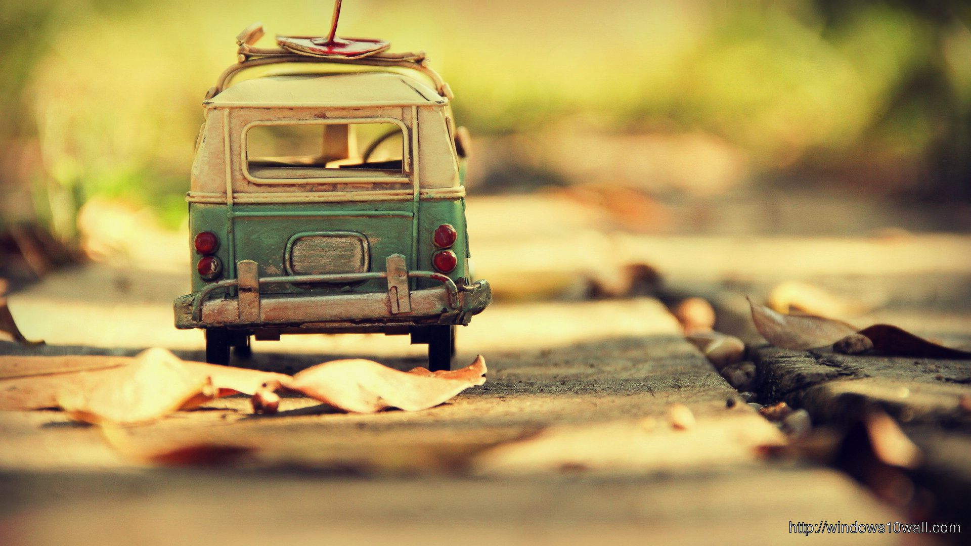 Photography-Vintage-HD-of-Toy-Blue-White-VW-Bus-Wallpaper