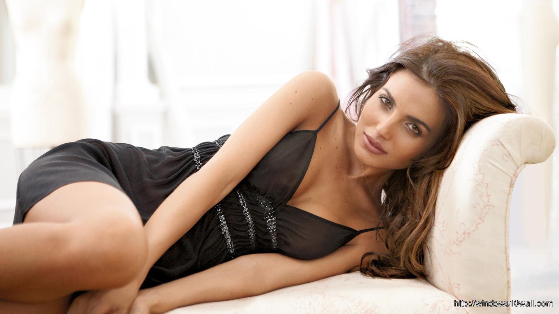 Diana Morales Looks Hot on Sofa wallpaper