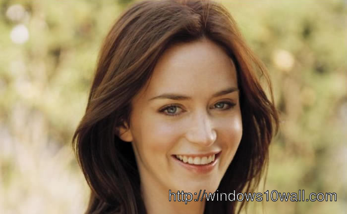 Emily Blunt Smiling Background Wallpaper