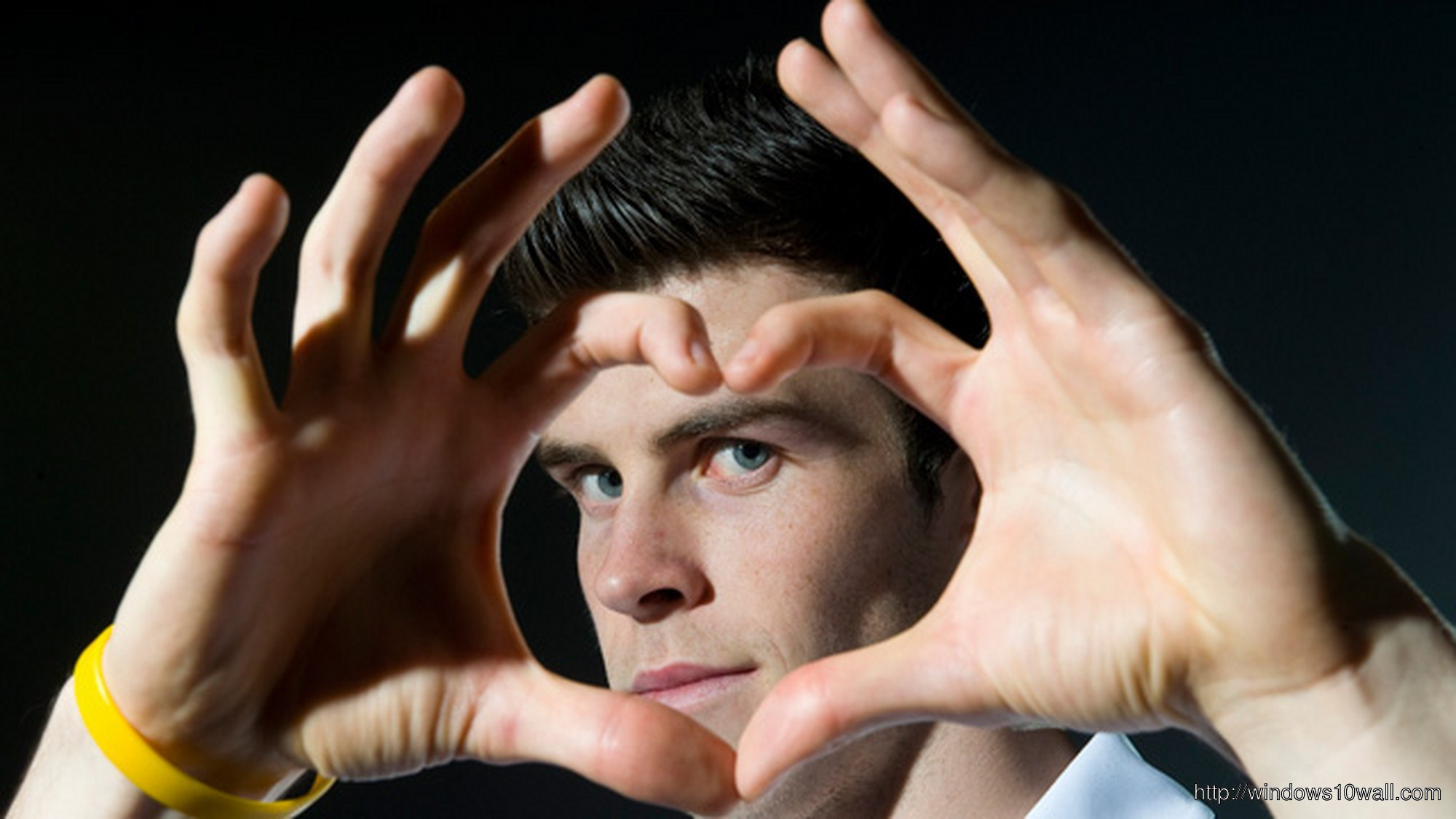 Gareth Bale Making Heart Shape with Hands Wallpaper
