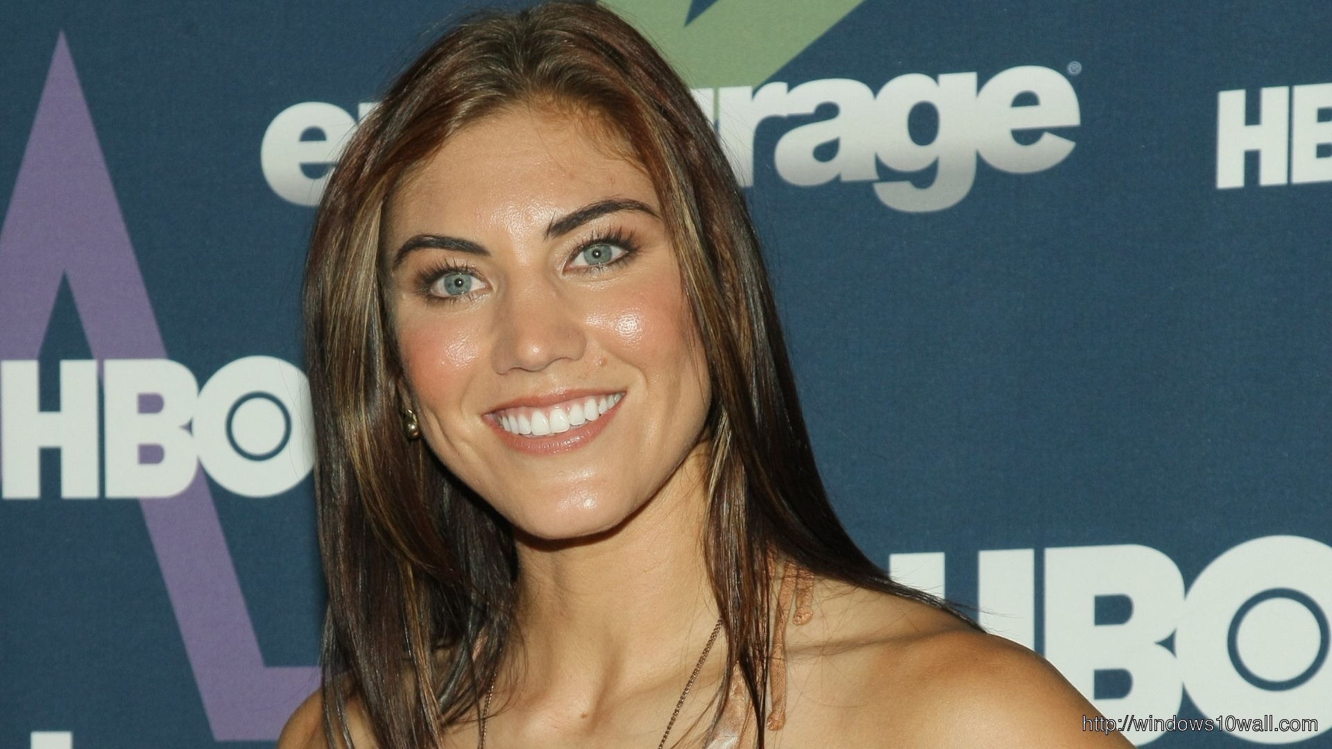 Hope Solo Smiling Background Wallpaper