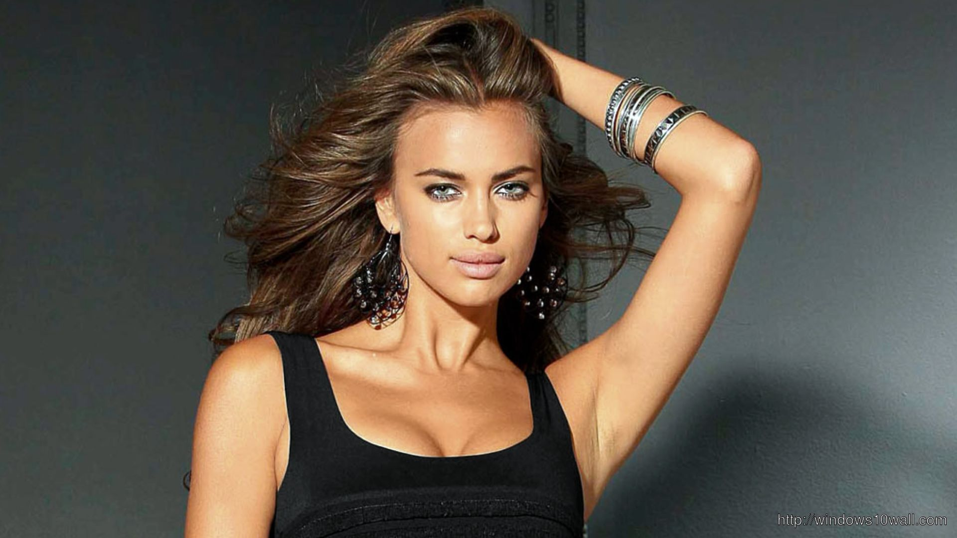 Irina Shayk Gorgeous Background Pic