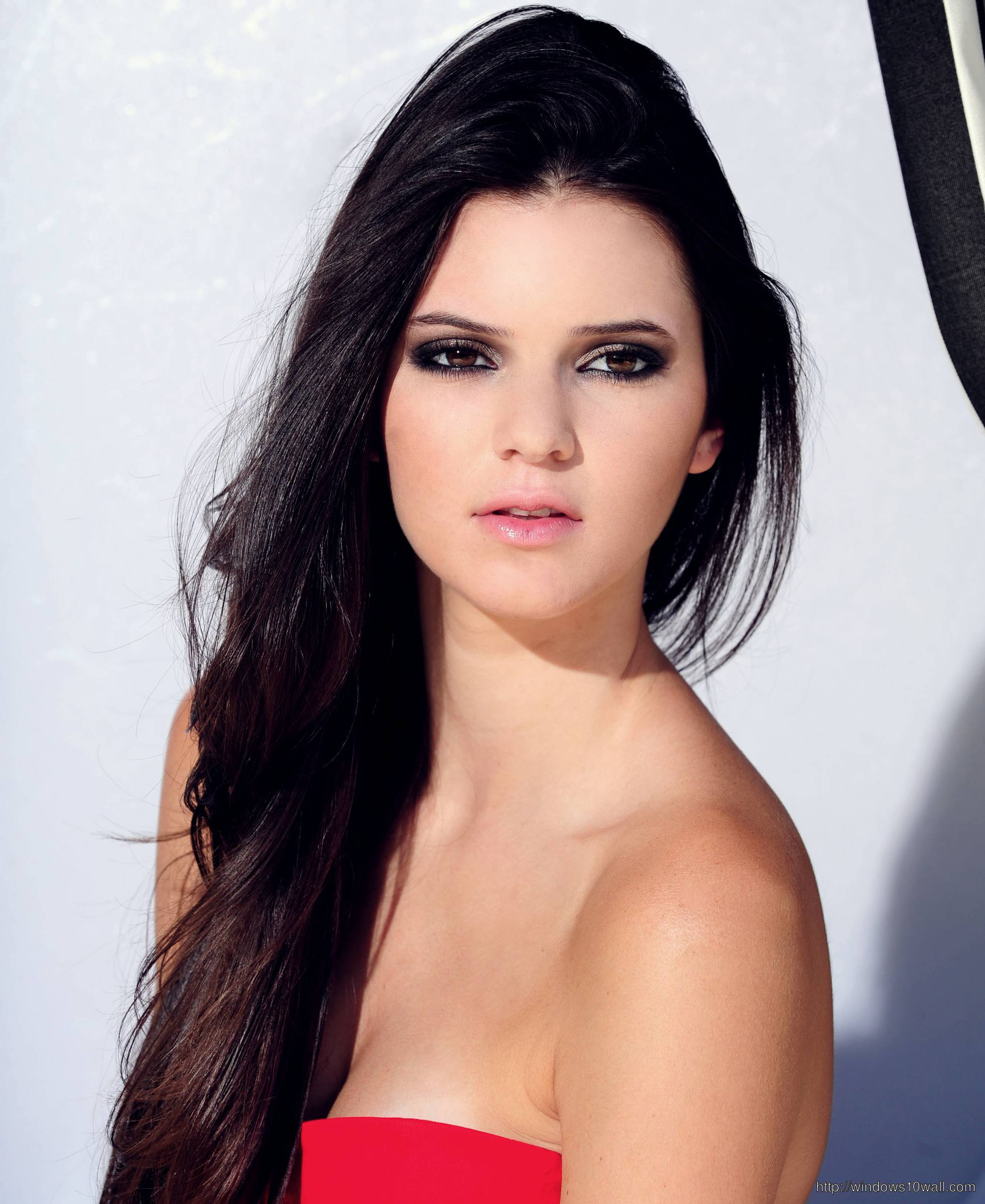 Kendall Jenner looks Gorgeous in Red Dress