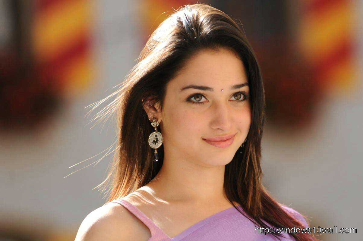 Tamanna Smiling Background Wallpaper