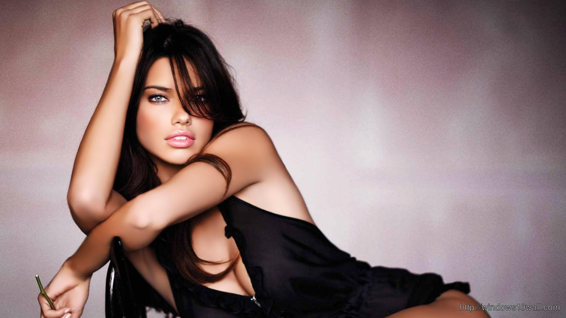 Adriana Lima Sexy Pose Wallpaper Windows 10 Wallpapers