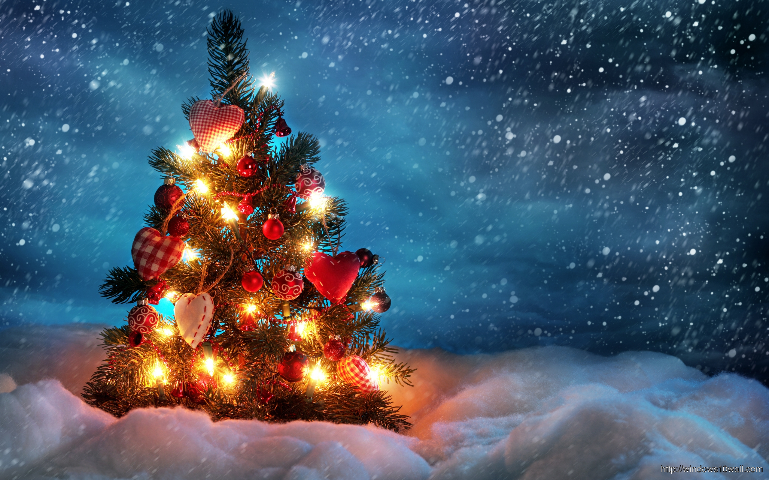 Beautiful-Christmas-Tree-Desktop-Wallpaper