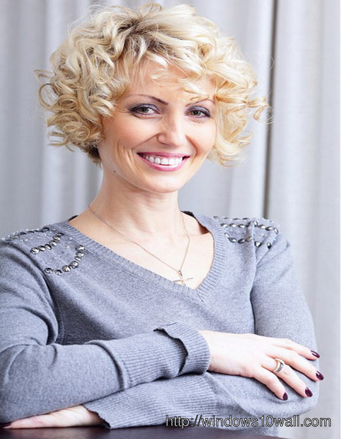 Curly-hairstyle-ideas-For-Women-In-Their-40s