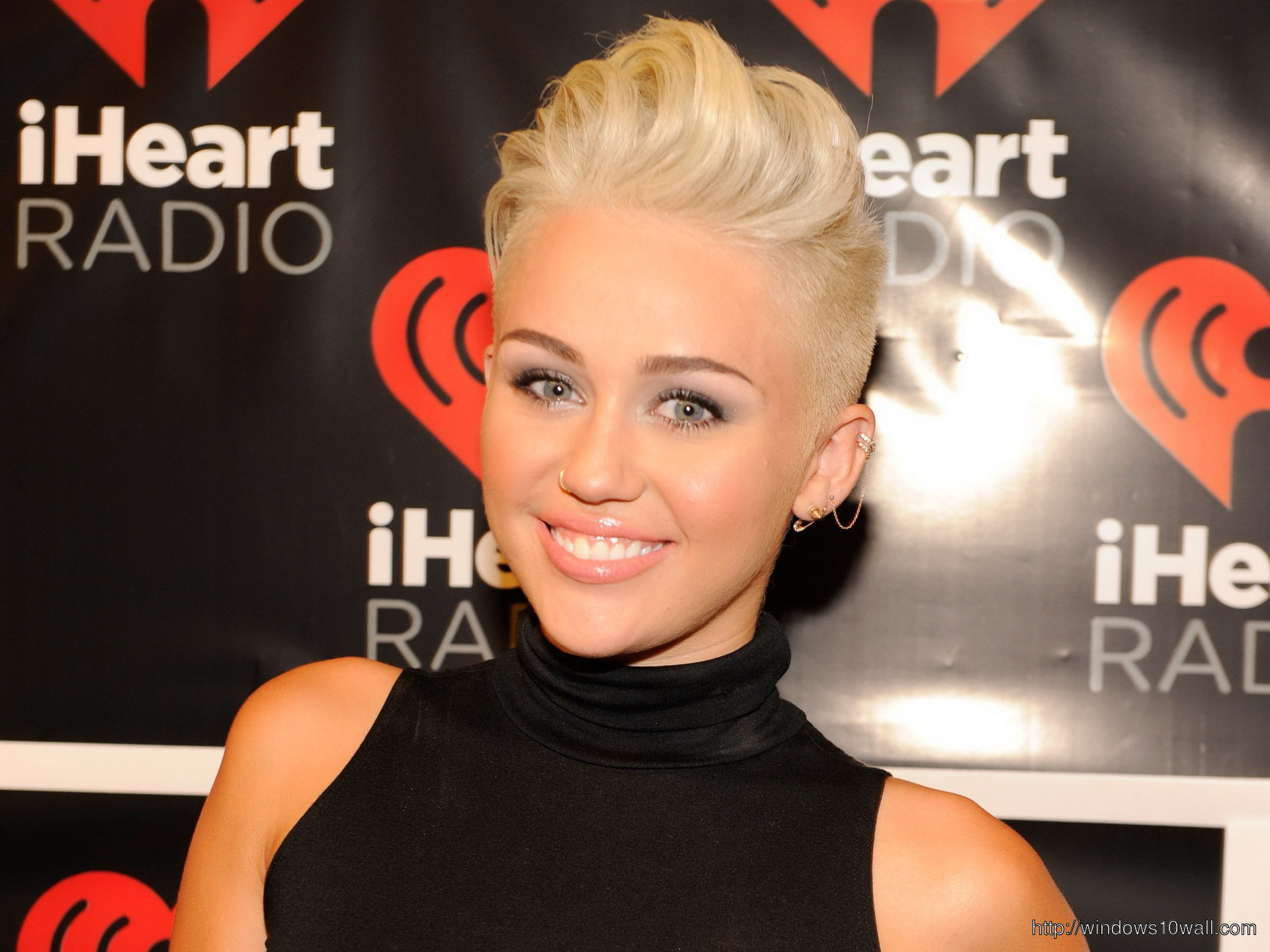 Miley-Cyrus-2013-Hair-Wallpaper