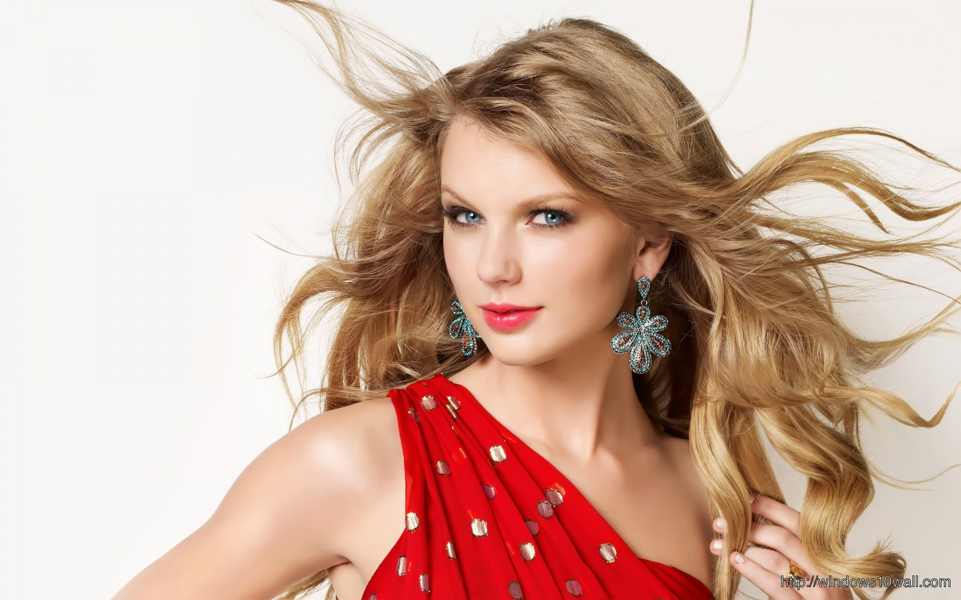 Taylor Swift Cute In Red Wallpaper