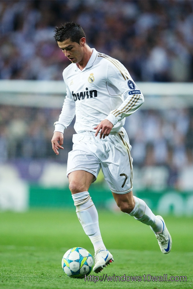 Cristiano Ronaldo Playing iPhone Wallpaper