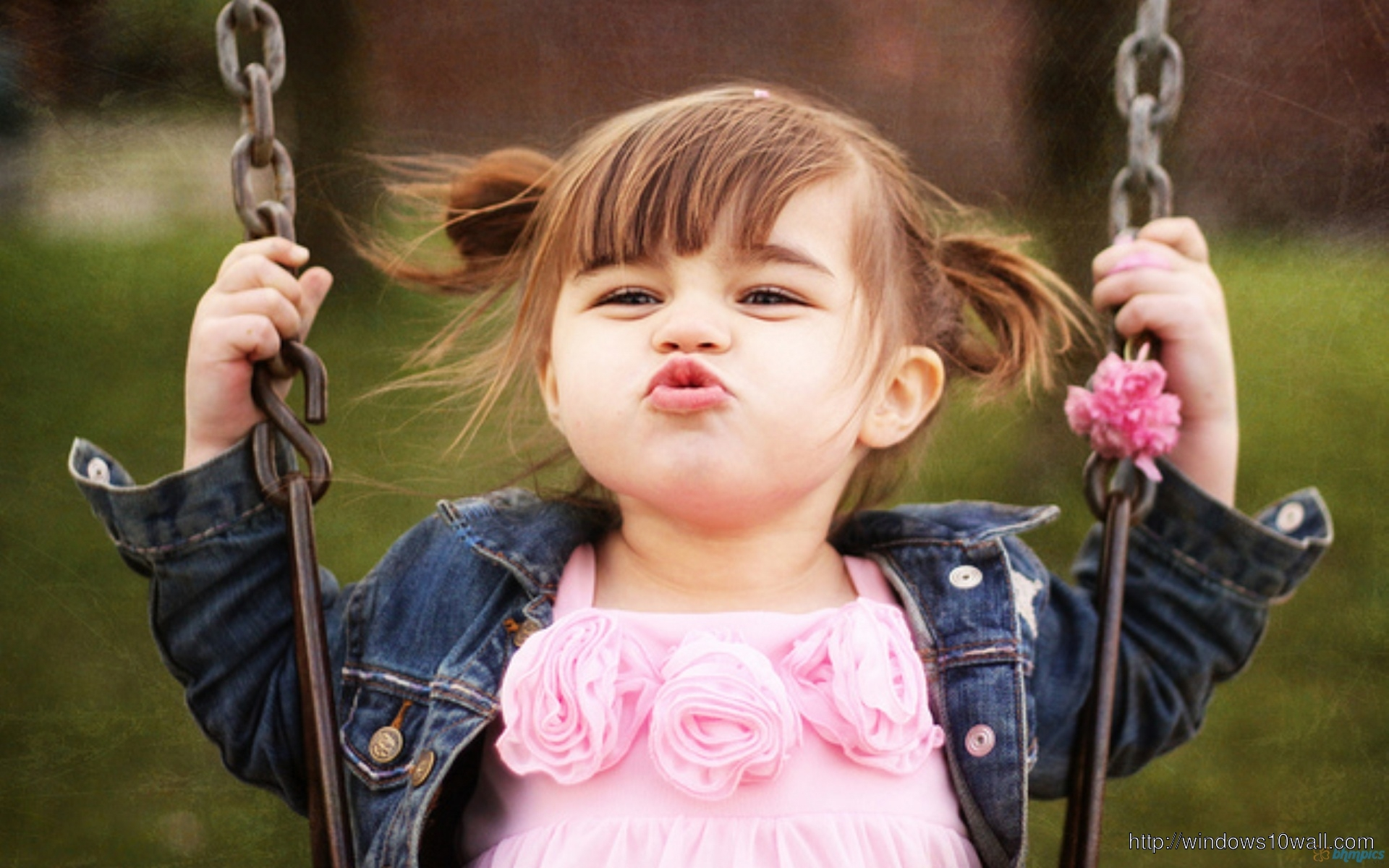 Funny Baby Girl Wallpaper