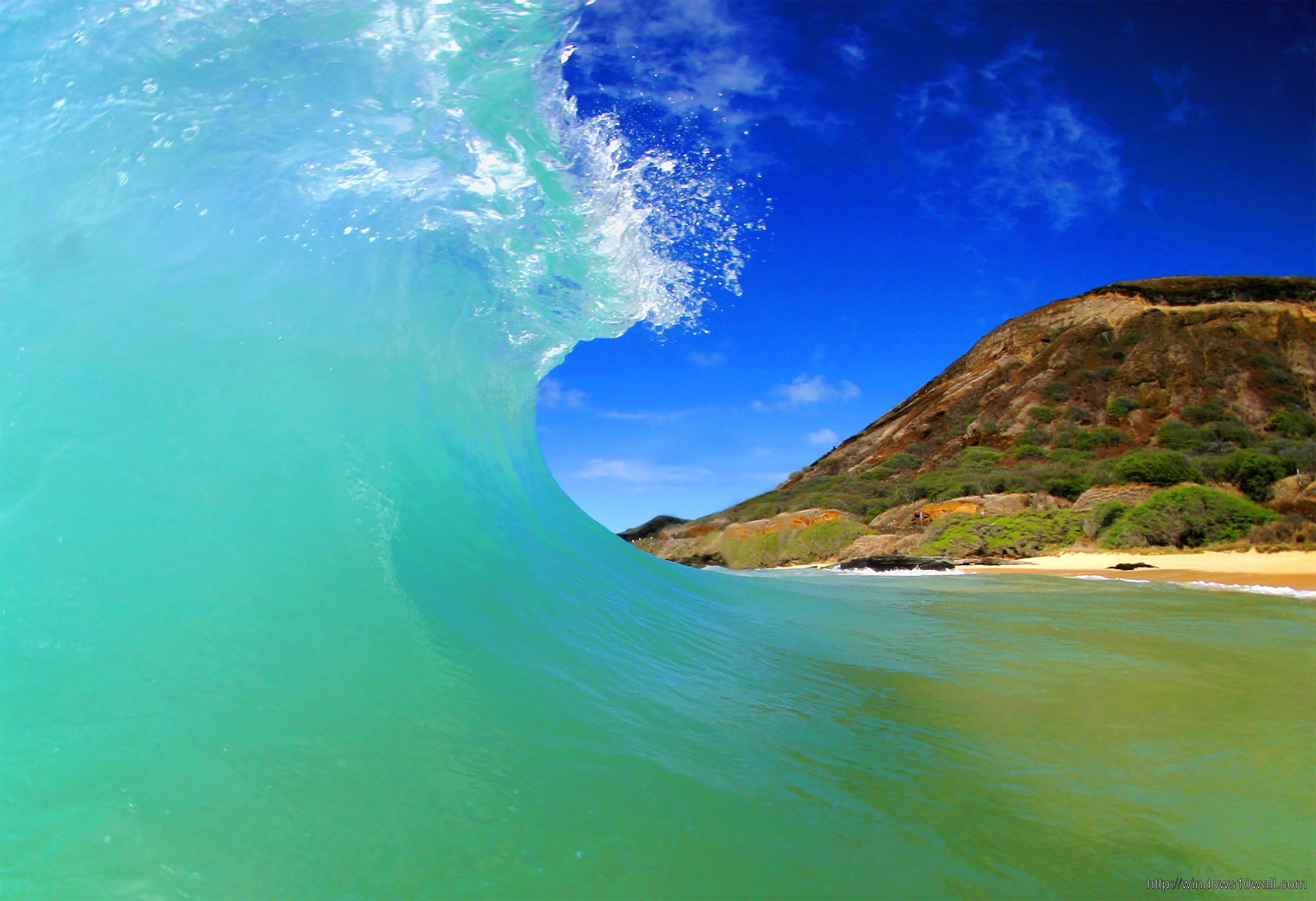 Tubing Wave In Hawaii