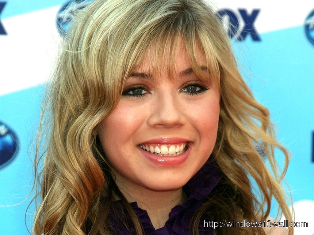 Jennette McCurdy Smiling Background Wallpaper