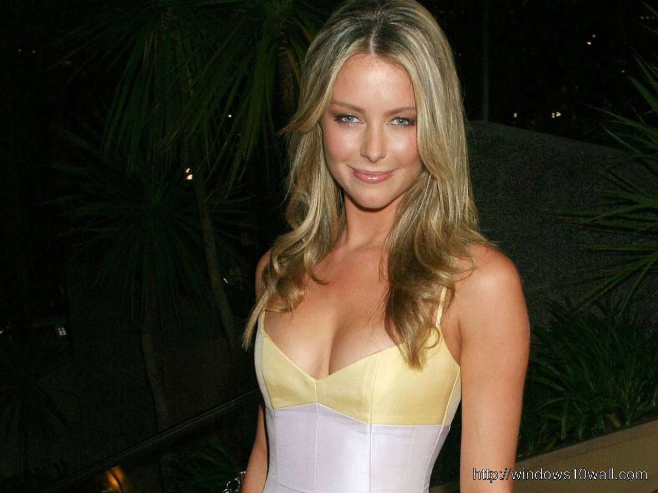 Jennifer Hawkins going to party Wallpaper