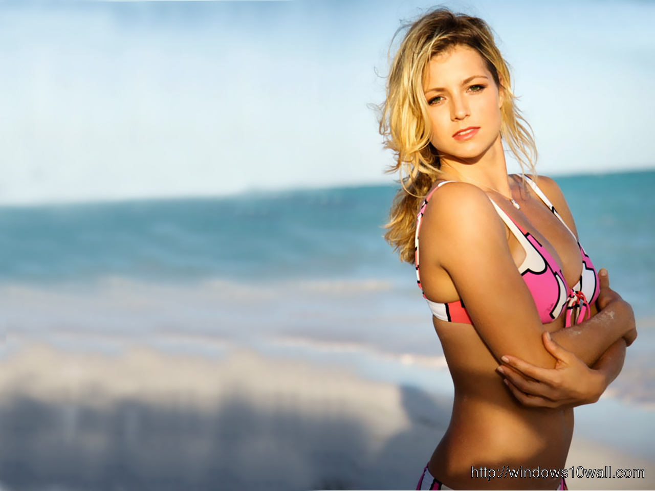Maria Kirilenko Hot n Sexy Beach Side Wallpaper