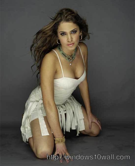 Nikki Reed Mobile Pic