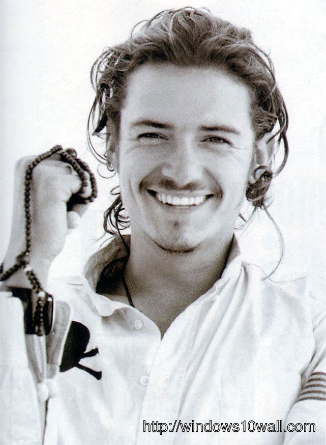 orlando bloom laughing out loud mobile pic