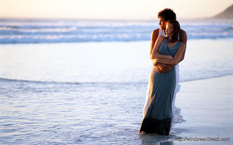 romantic-couple-in-beach-wallpaper