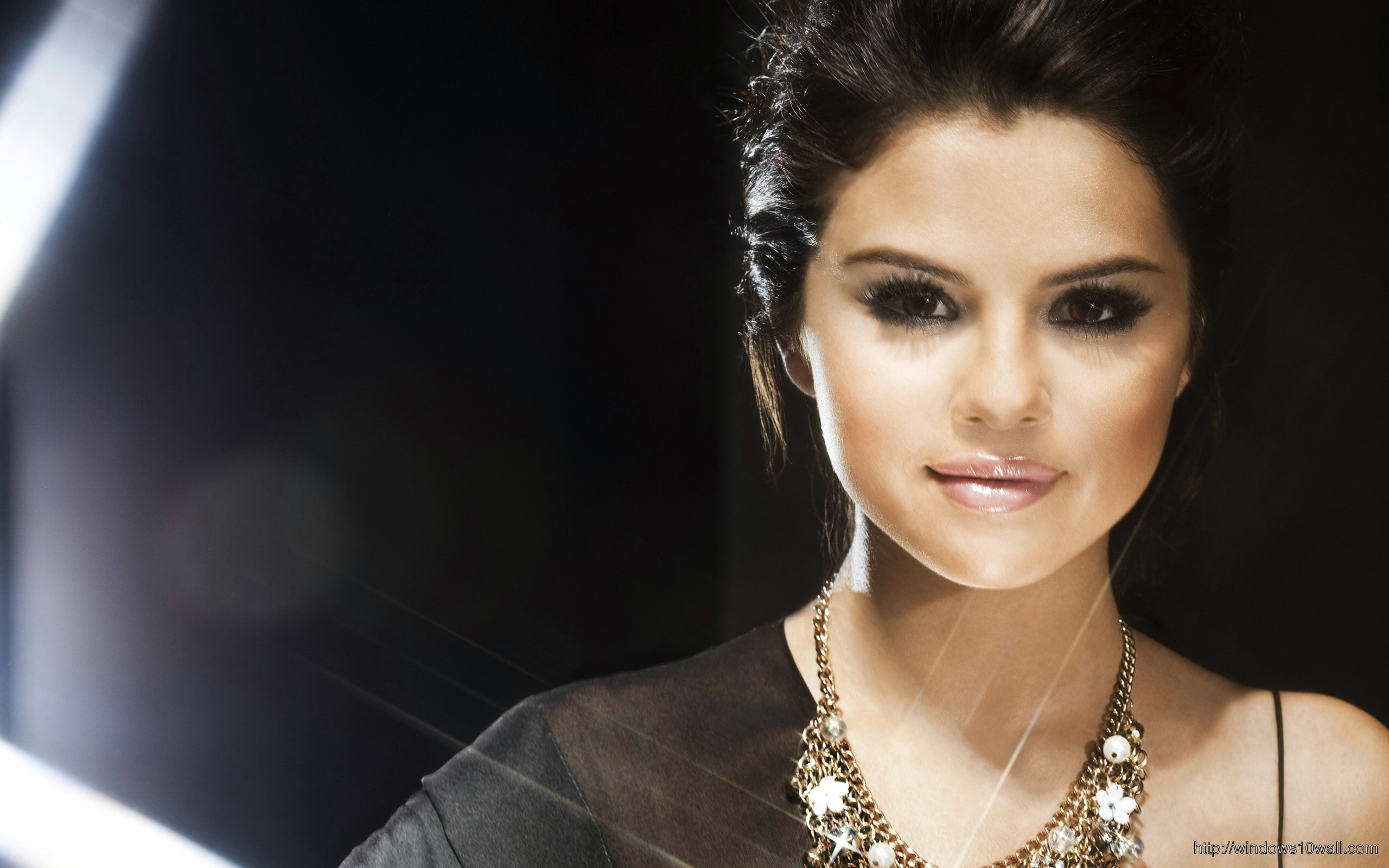 Selena Gomez Mirror Wallpaper