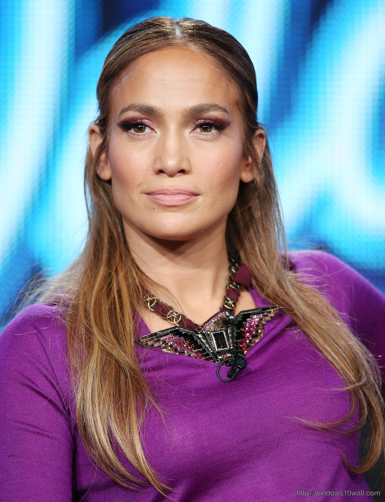 Simple-Jennifer-Lopez-hair-style-in-2014-background-wallpaper
